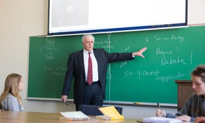 English Professor Mark Facknitz leads a class discussion