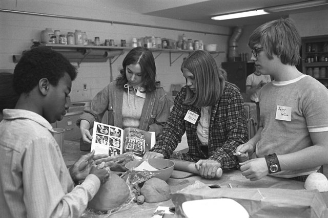 1972 art students in the ceramics studio