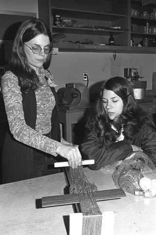 1972 art students learning weaving