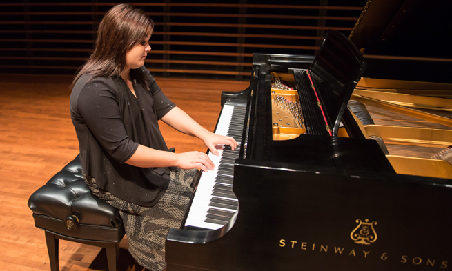 Yanet Bermudez playing the piano
