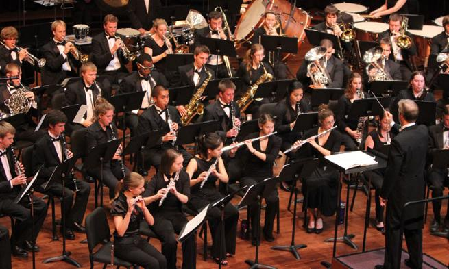 Bolstad conducts JMU Wind Symphony