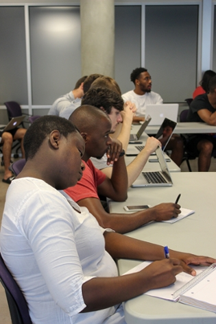 International students attending Summer Venture Creation sessions
