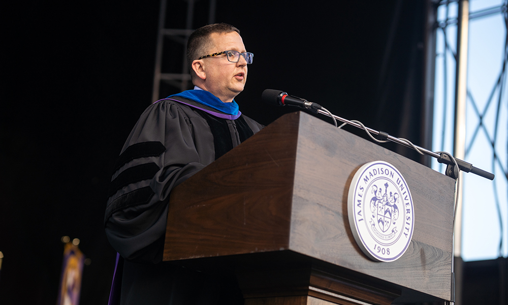 Dean Mike Busing delivers CoB commencement address - 2019