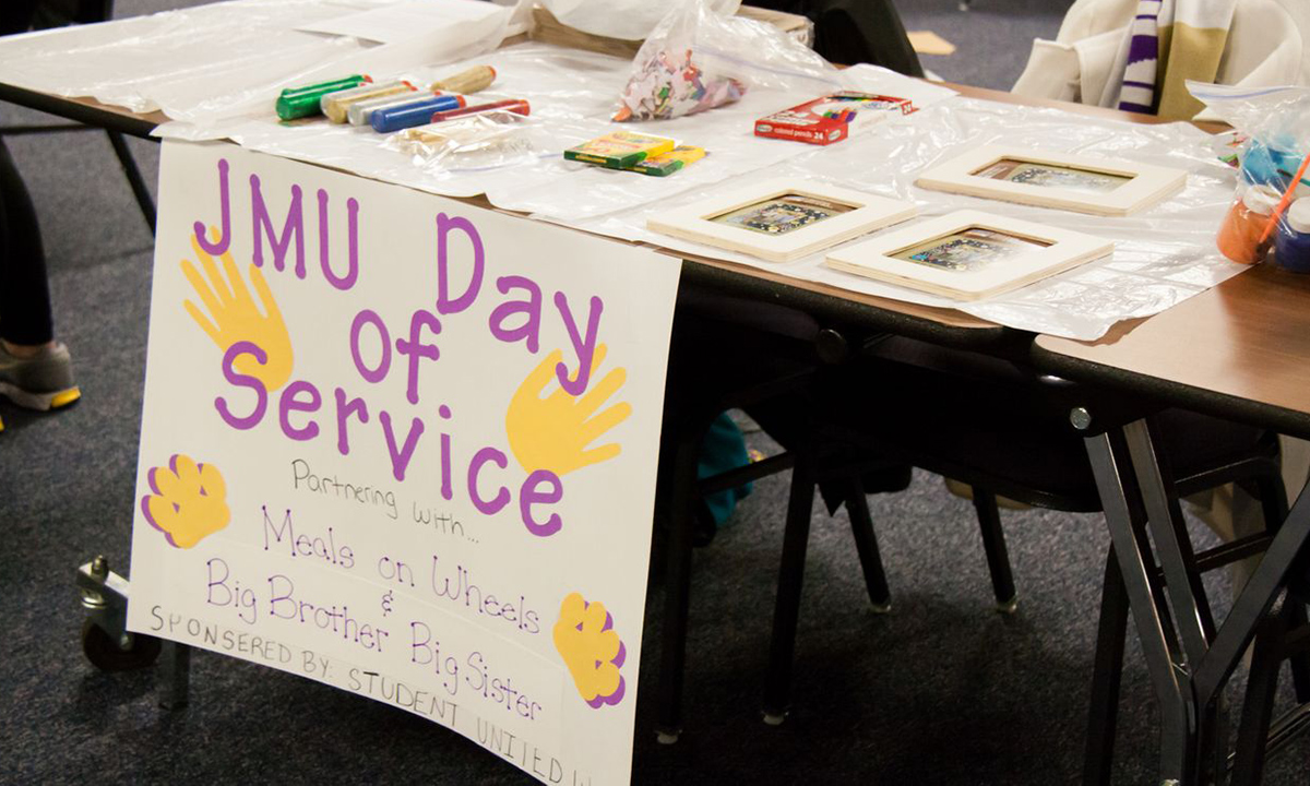 Students were invited to decorate picture frames for Big Brothers/Big Sisters as part of the JMU Day of Service.