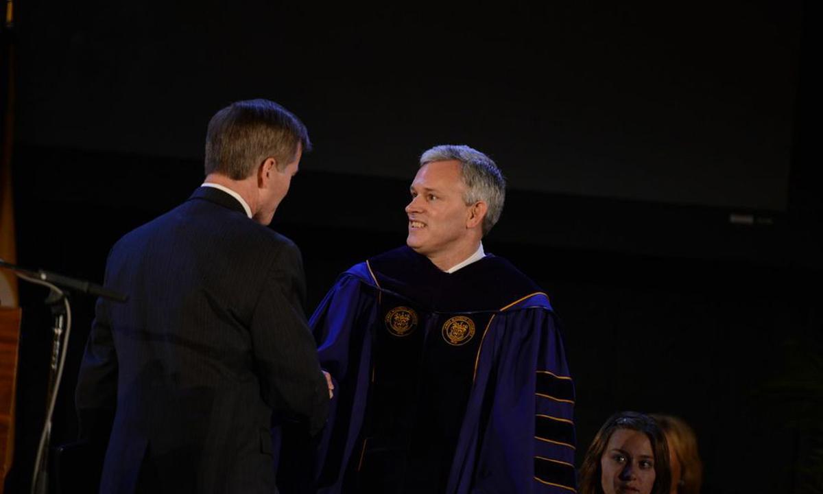 Governor Robert McDonnell congratulates President Jonathan Alger