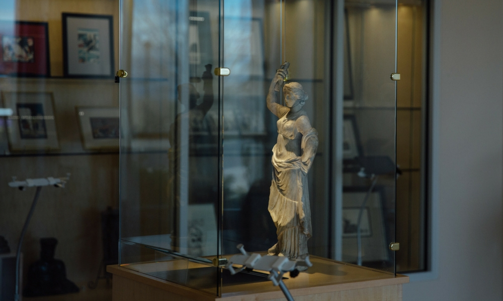 Picture from Geeks in Museum Exhibit; Roman female statue