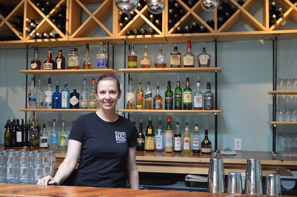 james madison university program grad amanda cannon sport and recreation management and the downtown dining alliance offered a professional restaurant manager certificate program for area