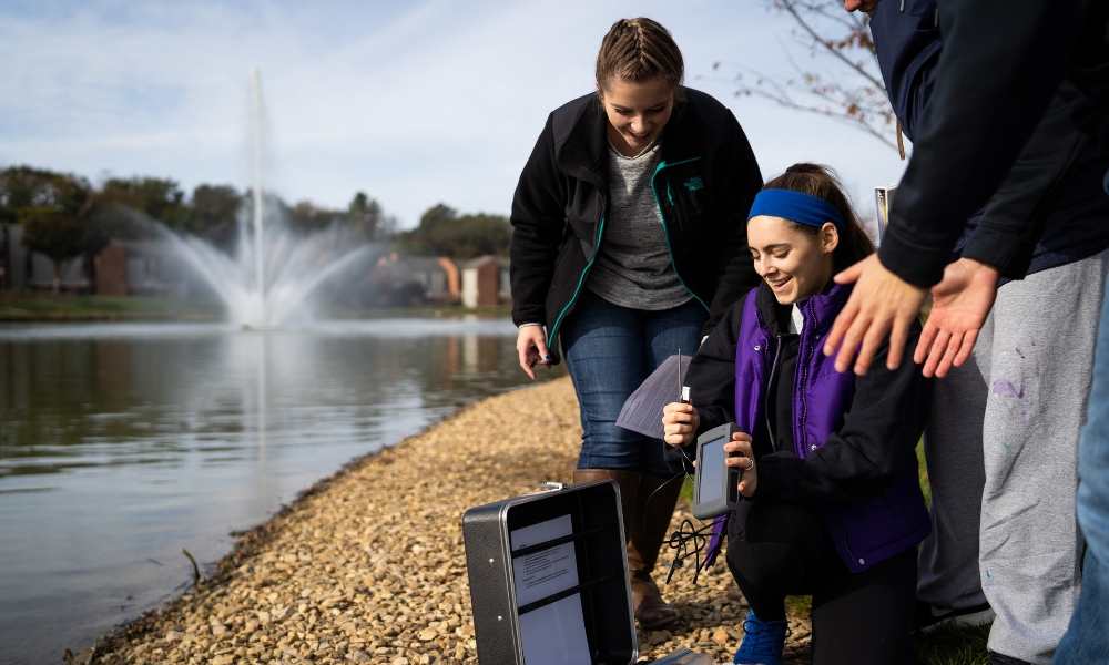 JMU students from ISAT 112 (Environmental Issues in Science and Technology) analyze samples from Newman Lake to test for water quality (for example, water temperature, water clarity, and dissolved oxygen).