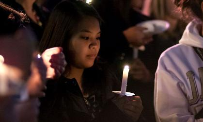 JMU graduating seniors participate in candlelighting ceremony