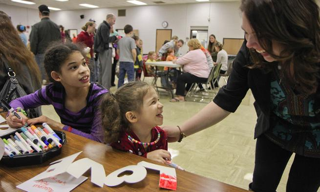 Elkton Elementary students enjoy Art Nights with JMU students