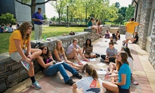 JMU freshman participate in group sessions exploring ethical reasoning