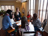 JMU students learning to be consultants