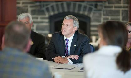 President Alger spends time with the Honors Advisory Council