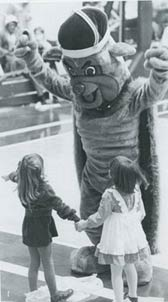 1982 Duke Dog entertains small fans.