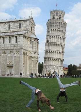 Students visit leaning tower at Pisa